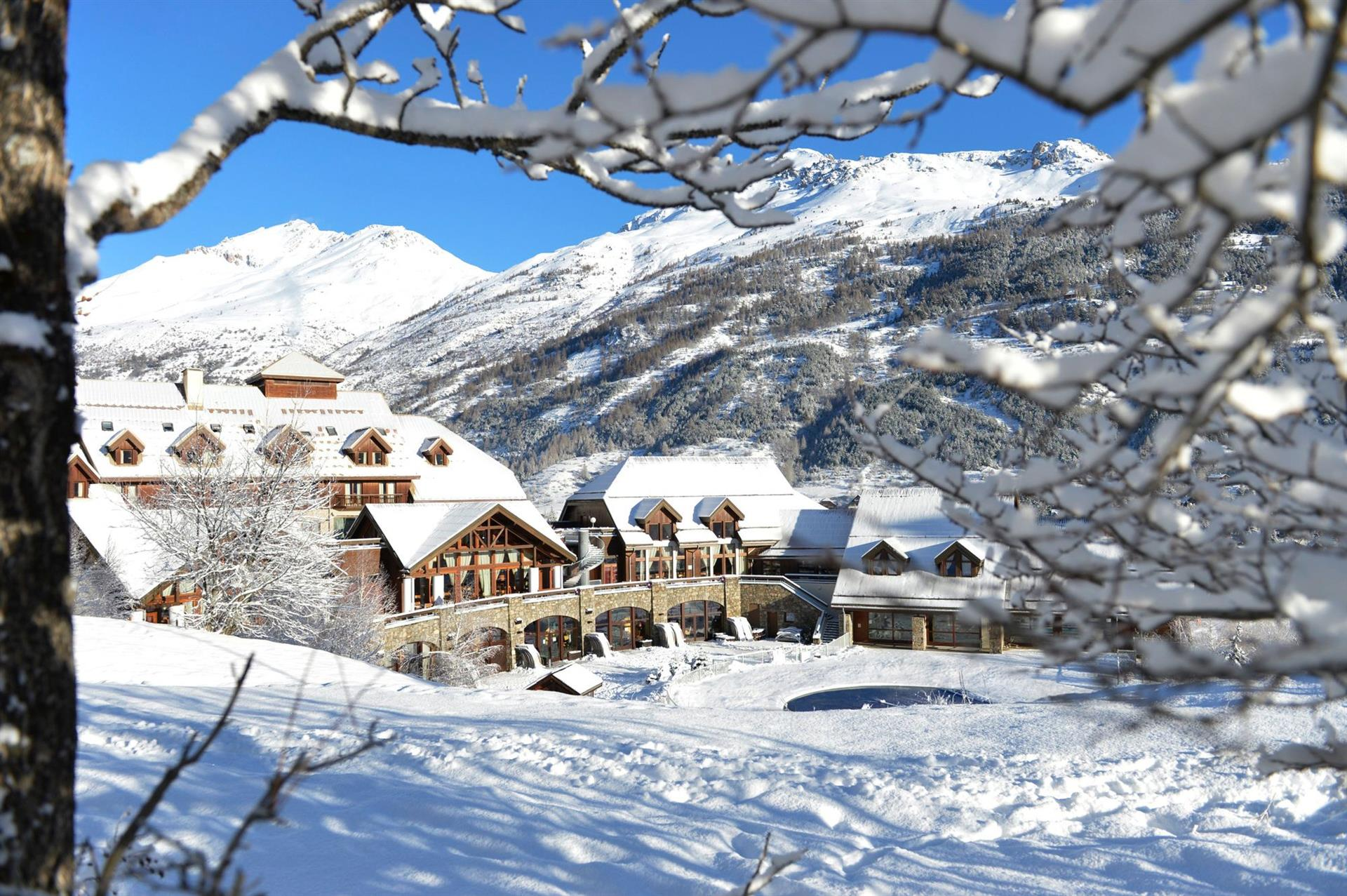 club med serre chevalier serre chevalier ski resort catered ski chalets. Black Bedroom Furniture Sets. Home Design Ideas
