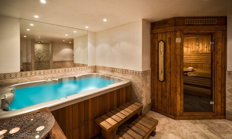 Hermine - Hot Tub