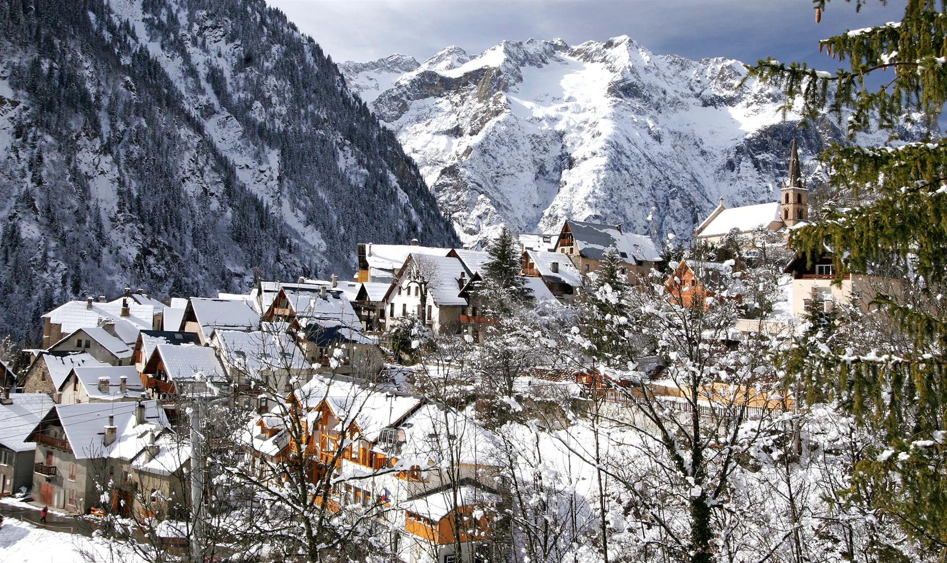 Ski holidays les deux alpes catered ski chalets for Piscine les deux alpes