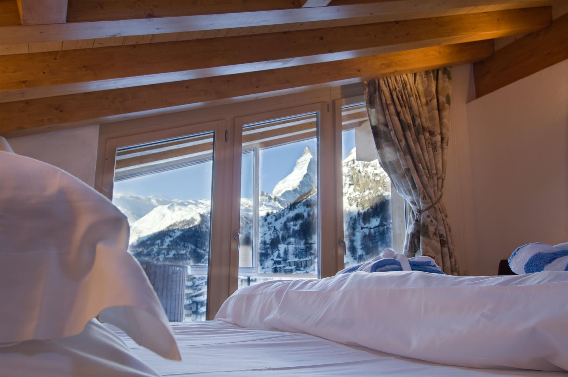 Zermatt Lodge - Bedroom