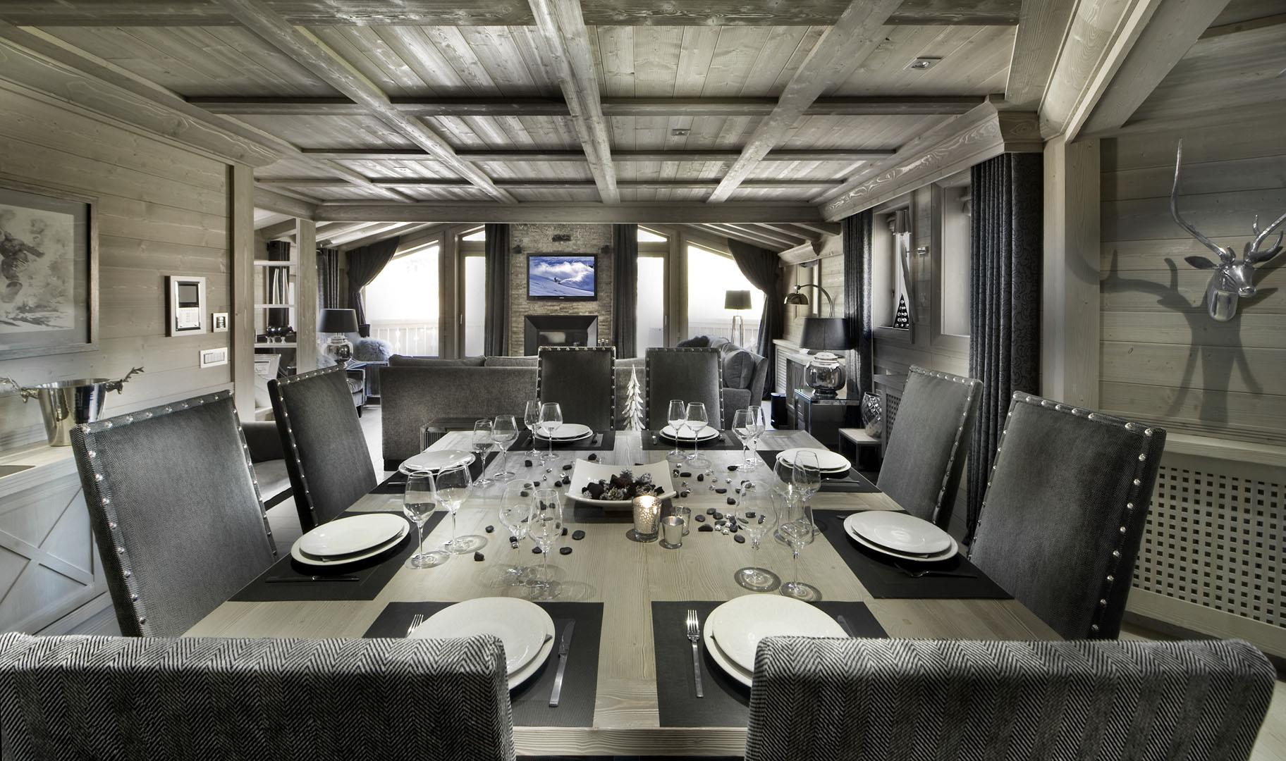 Black Pearl - Dining Area