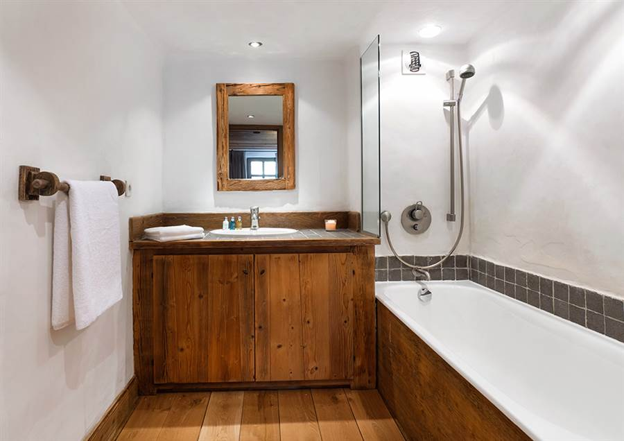 Farmhouse - Bathroom