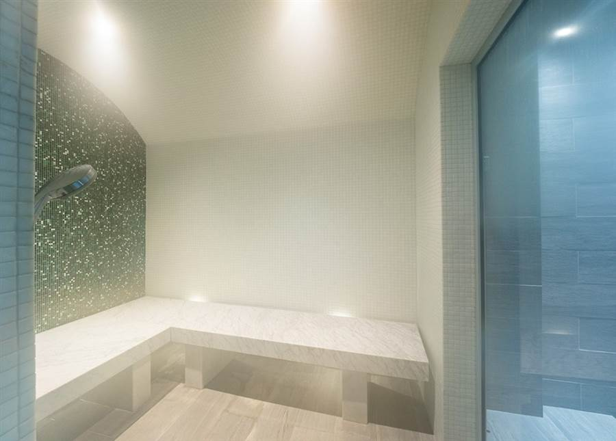 Farmhouse - Spa & Shower