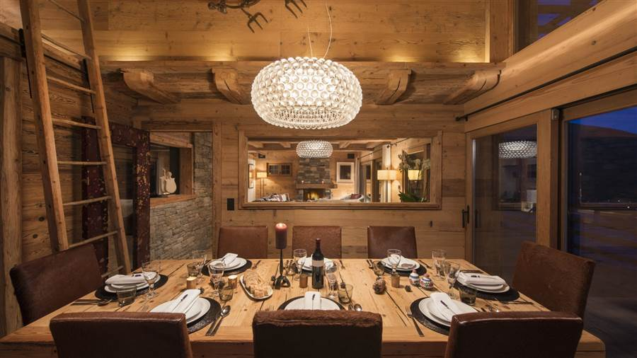 Nuits Blanches - Dining Area